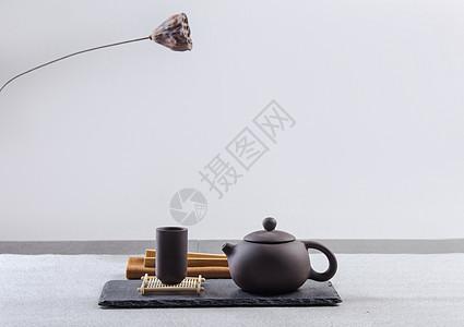 素雅的紫砂茶具图片