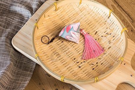 竹篓里的香囊图片