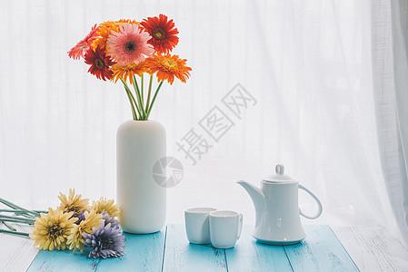 花瓶与茶具图片