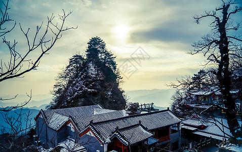 道教圣地武当山清晨雪景风光图片