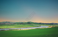傍晚的壮阔草原图片