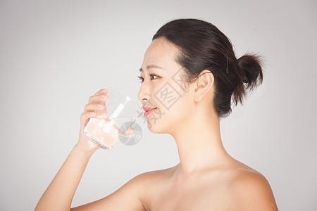 运动喝水图片