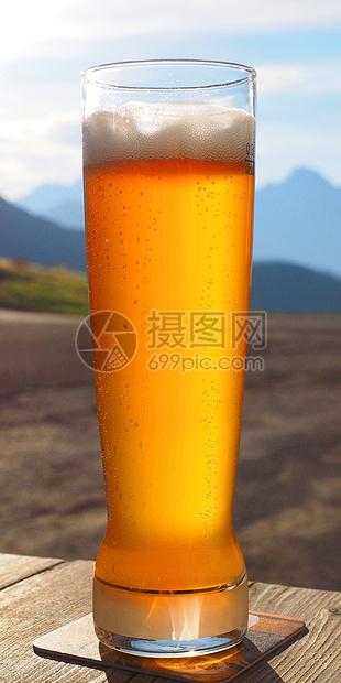 冒泡的啤酒图片