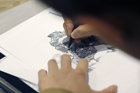 手绘黑白人像图片