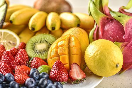 一堆新鲜的水果图片