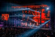 演唱会舞台现场和观众图片