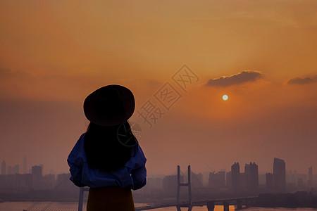 看夕阳的少女背影图片