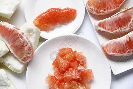 新鲜水果红心柚白色背景图图片