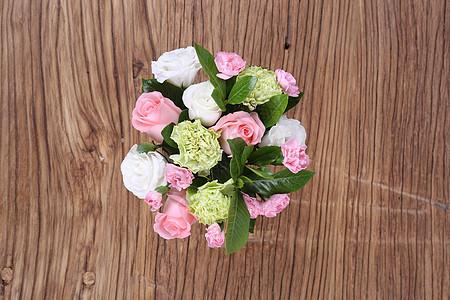 鲜花木纹背景图片