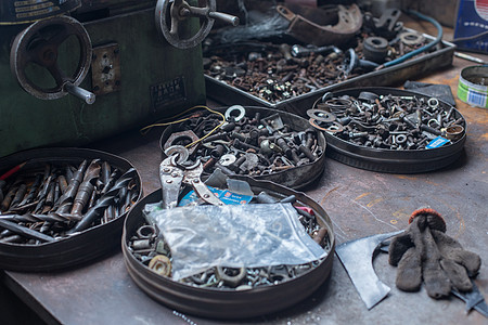 工业机械修理的各类设备工具图片