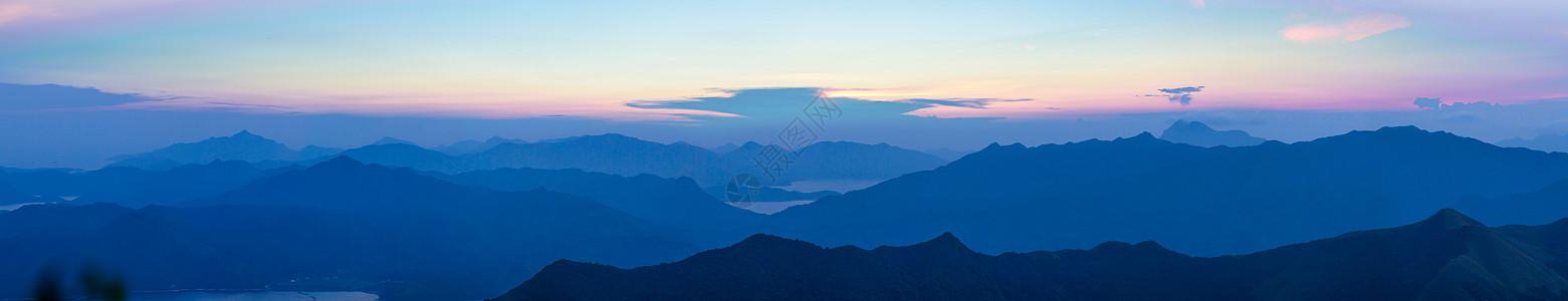 霞光中的山脉图片