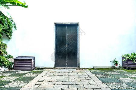 简约中国古建筑对称门背景图片
