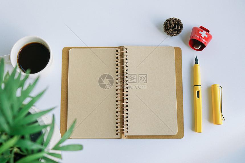 白领办公元素咖啡记事本图片