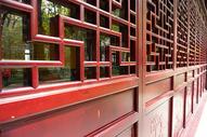 古老的红色门窗图片