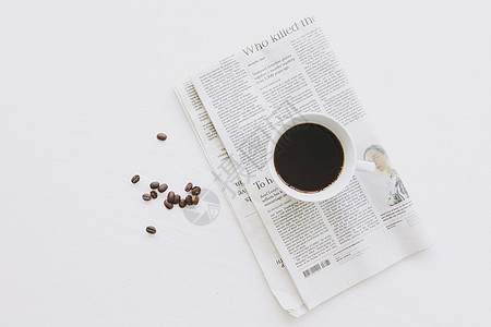 咖啡和英文报纸图片
