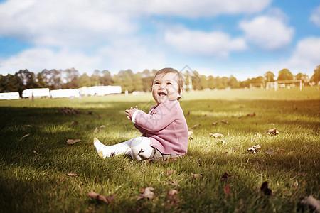 阳光下的儿童图片