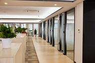 商务中心 联合办公 孵化器 创业园区办公室长廊图片