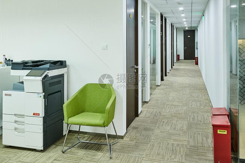 商务中央 结合办公 孵化器 创业园区办公室长廊图片