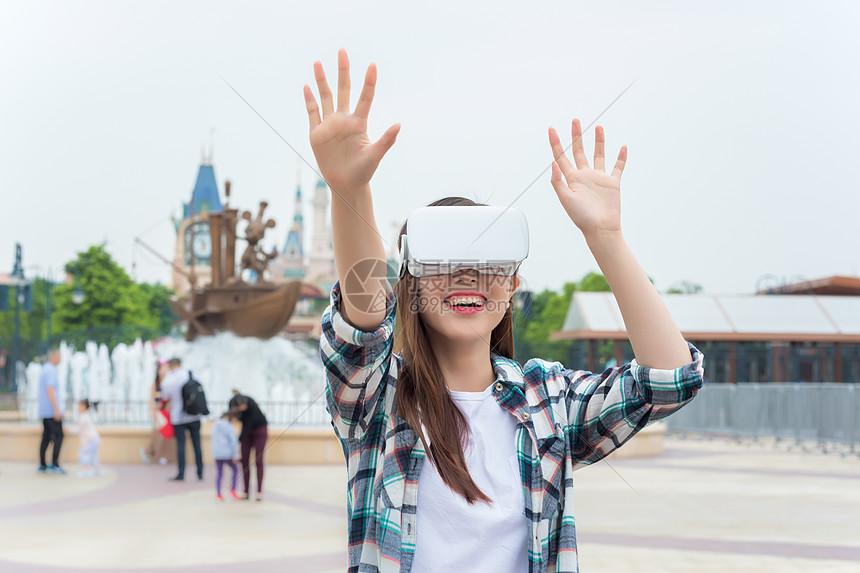 城市旅行VR女孩图片