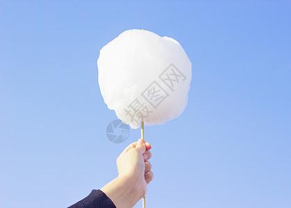 天空下的棉花糖图片