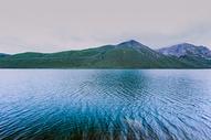 青海年宝玉则圣湖美景图片
