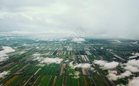 航拍平原的农田图片