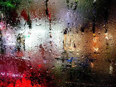 雨天里的车窗图片
