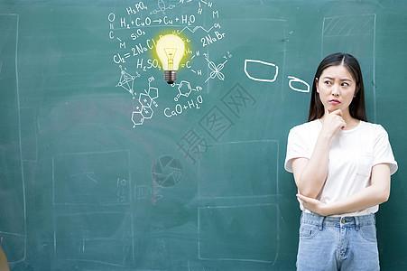 思考知识的学生图片