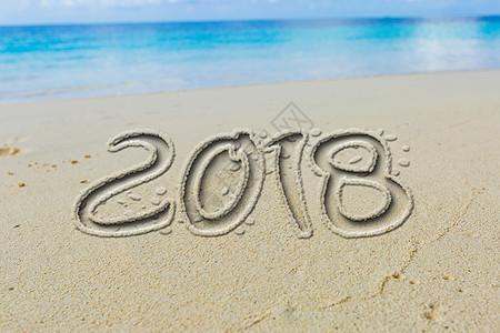 2018沙地刻字海边风景背景图片