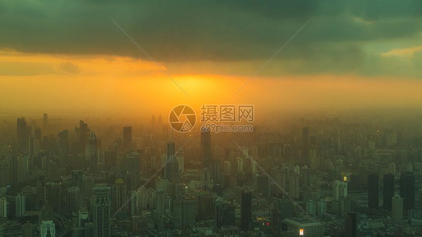 夕阳下的城市风光图片