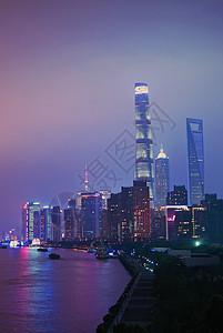夜色朦胧的黄浦江夜景图片