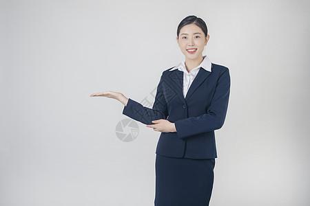 穿西服的职业女性图片