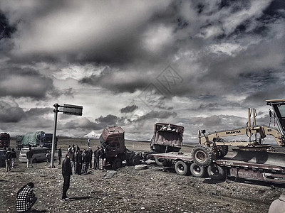 青藏线上的车和车祸图片