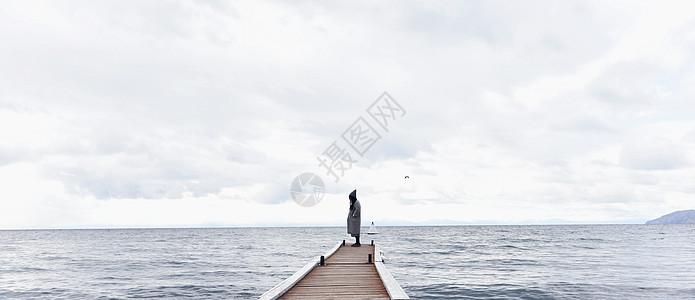 深秋的贝加尔湖图片