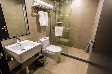酒店简洁的卫生间图片