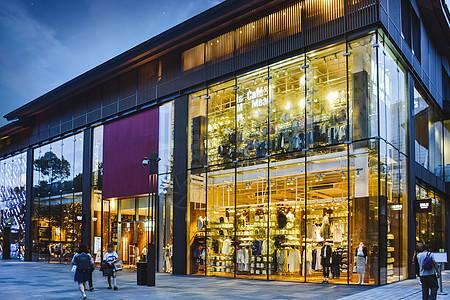 繁忙的商场建筑图片