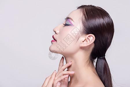 女子彩妆策连展示图片