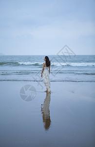 海边美女写真图片