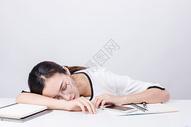 职业女性写作休息棚拍图片