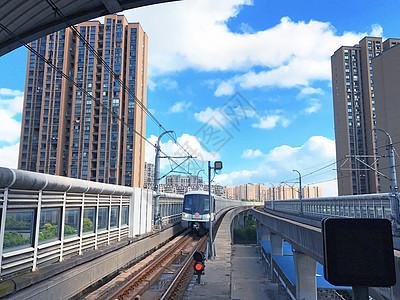 地铁进站图片