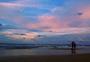海边夕阳下的浪漫图片