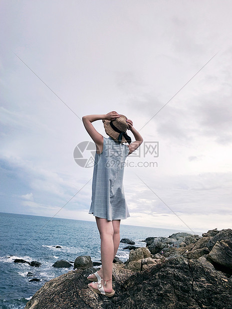 唯美图片 自然风景 海边女性背影jpg  分享: qq好友 微信朋友圈 qq