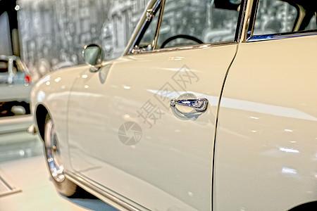 车展上的复古汽车图片