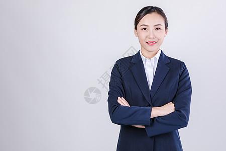 职业自性女性微笑棚拍人像图片