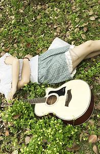 美女与吉他图片