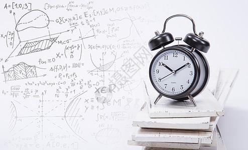 闹钟和数学题教育背景图片