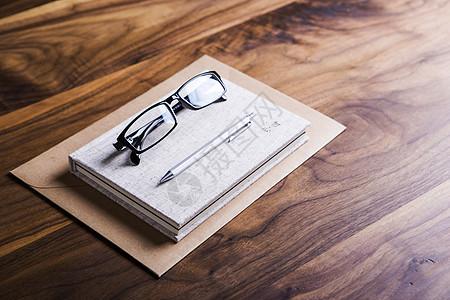 办公桌面书本图片
