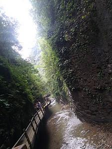 山洞间图片