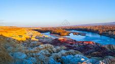 新疆克拉玛依五彩滩图片