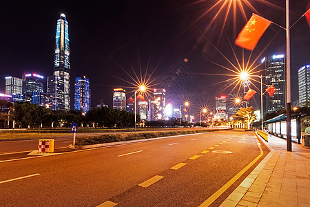 城市道路公交站夜景图片